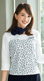 en joie(アンジョア) 46570 花柄×白の清潔感あるニット素材のプルオーバートップス リバティプリント 花柄 93-46570
