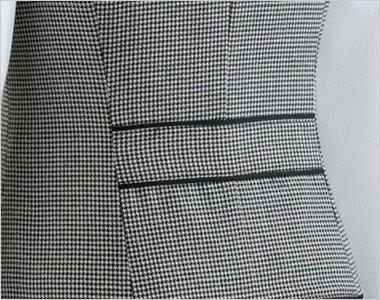 スッキリシンプルな背ベルト|シェイプされたウエストで作る、美しいシルエットが自慢です。