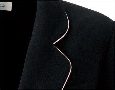優しい印象で丸みのある襟はピンクのパイピングで上品かわいい