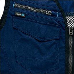 左胸 収納物の落下を防止できるファスナー付きポケット