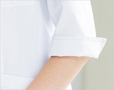 袖口にスリットが入っているので折り返して着用可能。