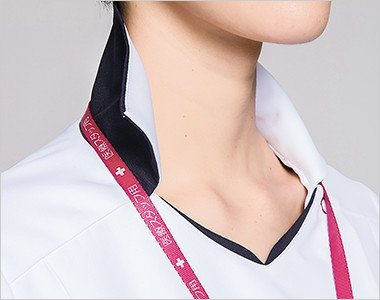 衿裏からチラリとのぞく切替の色が、さりげないアクセント