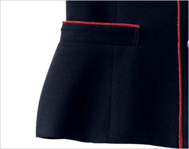 赤パイピングで洗練された印象で、上から出し入れ出来る両脇ポケット