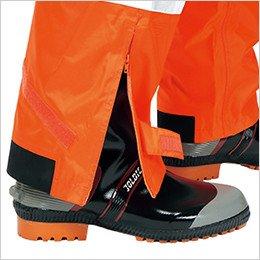 裾ファスナーにより靴を履いたまま着脱が可能