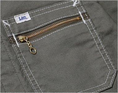 ジッパー付きの左胸ポケット