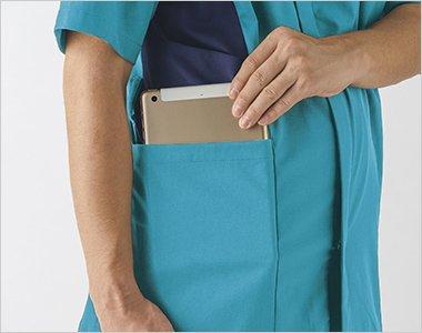 小型タブレット端末がすっぽり収まる大きなポケット