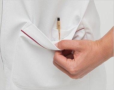 左脇ポケットは二重構造で、内側はペン差しポケット