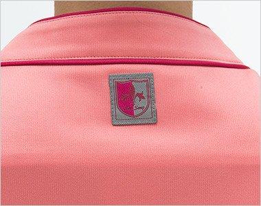 後ろ襟下のロゴ
