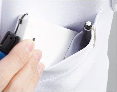 左胸 PHSなどを区分け収納できる二重構造ポケット付き