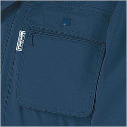 左胸ファスナーポケット付きのフラップポケット