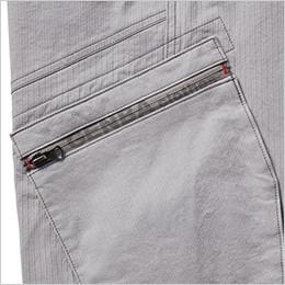 左 プリントファスナー仕様のカーゴポケット