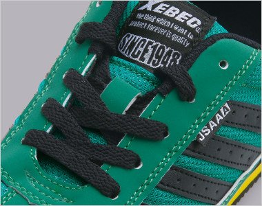 靴ひも収納後 結んだ靴ひもを簡単に収納でき、靴ひものひっかかりやゆるみを防止する「ひもポケ?」を装備。