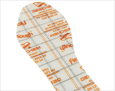 足裏を危険から守る踏み抜き防止材は織物で形成されている為、スチール製のプレートと比べて屈曲性が良く、軽量化にもいなる高素材。
